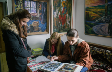 "Participants of ""Silver Easel"" visited the coryphaeus of Transcarpathian school of painting Volodymyr Mykyta"